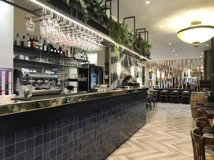 Le bar de la brasserie l'Esplanade à Clichy